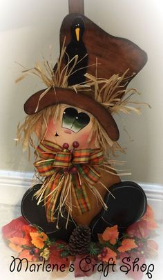 Fall Decoration Scarecroww Stand / Autumn Decoration Scarecow sign Scarecrow post by MarlenesCraftShop on Etsy Halloween Gourds, Halloween Scarecrow, Fall Halloween, Halloween Crafts, Halloween Decorations, Fall Scarecrows, Fall Wood Crafts, Thanksgiving Crafts, Holiday Crafts