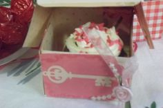 Mini Cupcakes in a DIY cake box!  A special treat for some special
