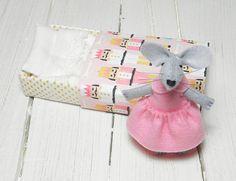 Felt ballerina mouse in matchbox girl nursery by atelierpompadour #topolino #topino in feltro #pupazzo #rosa