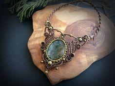 Etsy の Moss Agate macrame necklace. Bohemian by EarthBoundMacrame