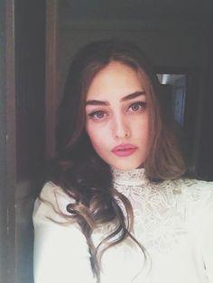 Turkish Women Beautiful, Turkish Beauty, Cute Baby Dresses, Cool Makeup Looks, Esra Bilgic, Turkish Actors, Girl Photos, Actors & Actresses, My Girl