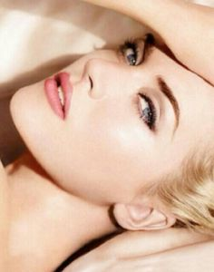 Kate winslet...could she be anymore beautiful?? Nope...