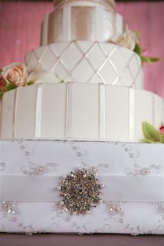 Wedding Cake Stand (Lace) love this wedding cake stand for D.