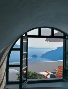 Greek islands, perhaps Santorini. Whatever : the ideal vacation setting