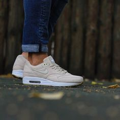 new product b873e a4b97 15 meilleures images du tableau Sneakers | Air max 1, Nike air max ...
