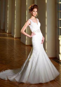 Extravagantes schmal geschnittenes Brautkleid im Meerjungfrauen-Stil aus Spitze in Elfenbein und Silber - von Diane Legrand