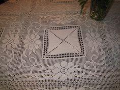Filomena Crochet e Outros Lavores: Toalha de Crochet Filet Crochet, Thread Crochet, Crochet Tablecloth, Crochet Doilies, Crochet Lace, Knitting Patterns, Crochet Patterns, Romanian Lace, Make Beauty