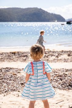 11 Magnificent Family Snapshots Girl Wearing White And Blue Cap-sleeved Shirt Dress Near Beach Holding Hands Pictures, Hand Pictures, Pictures Images, Hd Photos, Free Photos, Free Images, Cool Pictures, Cheap Family Holidays, School Holidays