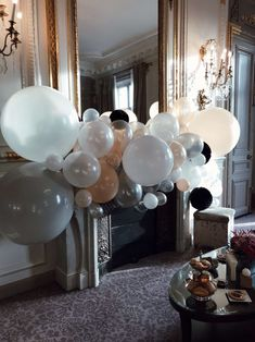 Baby shower The Westin Paris Vendome Anne-Laure L'atelier d'al blog lifestyle mode Laura Lee, Backdrop Ideas, 90th Birthday, Backdrops For Parties, Emerald Green, Photo Booth, Buffet, Chandelier, Baby Shower