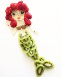 "Would you make this little strawberry 🍓- kiwi mermaid a ""part of your world""? 😀 Head on over to to see food art🎨… Cute Snacks, Cute Food, Toddler Meals, Kids Meals, Strawberry Sweets, Food Art For Kids, Creative Food Art, Food Carving, Fruit Photography"