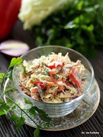 delikatna i łagodna surówka z kapusty pekińskiej z dodatkiem czerwonej papryki, czerwonej cebuli, natki pietruszki i jogurtu. Doskonały dodatek do drugiego dania obiadowego. Japchae, Pasta Salad, Potato Salad, Chili, Cabbage, Salads, Potatoes, Vegan, Vegetables