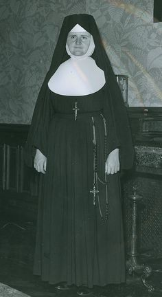 Józefitki of Brentwood Congregation of the Sisters of St. Joseph of Brentwood Sister Act, Best Sister, Nun Outfit, Thomas The Apostle, Daughters Of Charity, Nuns Habits, St Faustina, Corporate Women, Religion