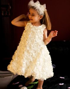 Gorgeous confection of dimensional roses perfect for a special princess, lovely for a #flowergirl in #weddings, special parties or #communions! #kidsfashion