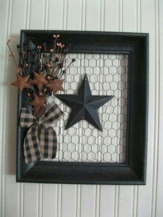 Read on to find 10 effortless DIY picture frame ideas .,Read on to find 10 effortless DIY picture frame ideas . Chicken Wire Crafts, Chicken Wire Frame, Diy Christmas Gifts, Holiday Crafts, Marco Diy, Picture Frame Crafts, Picture Frame Wreath, Decorating Picture Frames, Picture Wire