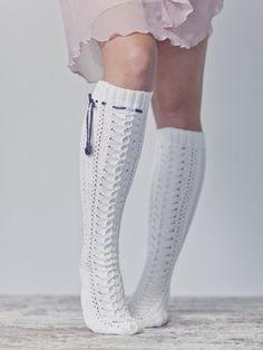 Spetsknästrumpor i bomull Novita Kartano Cable Knit Socks, Crochet Socks, Wool Socks, Knitting Socks, Hand Knitting, Knit Crochet, Lace Patterns, Knitting Patterns, Men In Heels