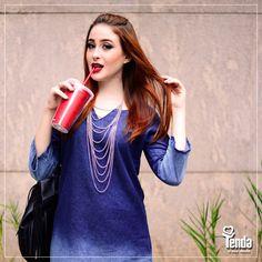 """""""Blue Jeans"""" voltou à nossa playlist, afinadíssima com o look em cena: jeans total, look da blogueira Sharon Morais! Dando um replay em """"Blue Jeans"""", com Lana Del Rey, a trilha do dia! #Tenda, a sua moda."""