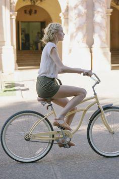 """Cycle chic on beach cruiser "" Cycle Chic, Bicycle Women, Bicycle Girl, Cycling Girls, Women's Cycling, Cycling Jerseys, Bike Style, Lookbook, The Bikini"