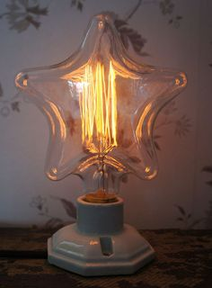 Star Koltrådslampa 40 W via Vintage Lighting. Click on the image to see more!