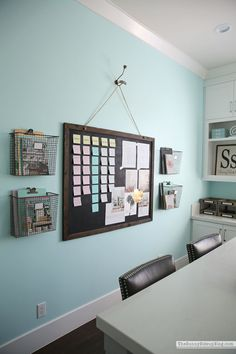 Do you wish you could see all of your to-do's and goals and projects right in front of you daily? A Visual Planning Board will keep you on track! Home Office Space, Home Office Decor, Home Decor Bedroom, Office Desk, To Do Planner, Planning Board, Scandinavian Bedroom, Side, Office Organization