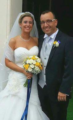 Bouquet rose bianco e giallo, boutonniere sposo