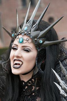 Elf Fantasy Fair 2011 Edition Haarzuilens, Queen of Harbinger death, Jolien-Rosanne by Qsimple, Memories For The Future Photography, via Fli. Vampire Love, Female Vampire, Vampire Fangs, Gothic Vampire, Vampire Queen, Skull Wedding, Gothic Wedding, Dark Fashion, Gothic Fashion