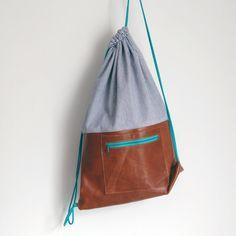 Rucksack Turnbeutel aus braunem Leder und gestreiftem Denim mit Baumwollkordel mit Reißverschlussfach
