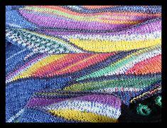 Dieses Pattern ist inspiriert durch Hundertwassers 'Wartende Häuser' und 'Singender Dampfer' und durch Liane Stählers Hundertwasser-style. Ich fand die Farbkombination von Liane so originell, daß ich die gleichen Garne für einen Pullover ausprobieren wollte, sozusagen passend zum Tuch.