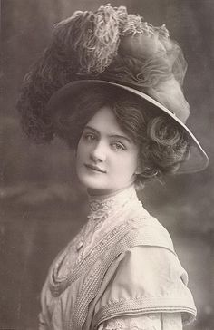 """Edwardian actress Lily Elsie as she looked for the London premiere of the smash hit """"The Merry Widow"""" in 1907."""