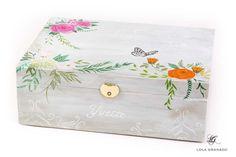 #Joyero de #madera decorado con #flores para Ivette, pintado a mano. www.lolagranado.com