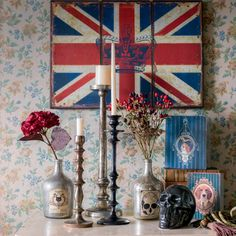 Pfister: Very British! Accessoires and candles British, Candles, Painting, Art, Art Background, Painting Art, Kunst, Paintings, Performing Arts