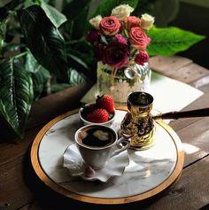 Tea And Books, Turkish Coffee, Coffee Cafe, Coffee Recipes, Barista, Chocolate Fondue, Tea Time, Tea Cups, Dinner