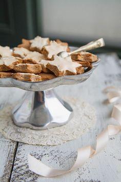 Zimt-Mandel-Sterne mit Zuckerglasur | http://eatsmarter.de/rezepte/zimt-mandel-sterne-mit-zuckerglasur