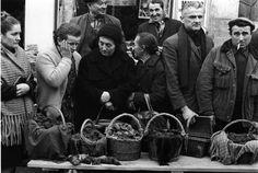 Atelier Robert Doisneau   Site officiel   //  Marché aux truffes de Lalbenque. 21 décembre 1971. ( can also be found :  http://www.gettyimages.com.au/detail/news-photo/truffle-market-1971-in-lalbenque-france-news-photo/452142120