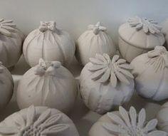 Most up-to-date Photographs organic Ceramics Sculpture Strategies – Chacheli-Macheri chacheli-macheri Clay Flowers, Ceramic Flowers, Ceramic Clay, Ceramic Pottery, Organic Ceramics, Sculptures Céramiques, Hand Built Pottery, Pinch Pots, Ceramics Projects