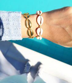 🔸Mʏᴋᴏɴᴏꜱ Bʀᴀᴄᴇʟᴇᴛ 🌊Sᴇᴀ ꜱʜᴇʟʟ Bʀᴀᴄᴇʟᴇᴛ 🔸  #charmme_gr #shellbracelets #shelljewelery #handmadejewelry #handmadebracelet #jewelrygram… Bracelets, Gold, Jewelry, Instagram, Jewlery, Jewerly, Schmuck, Jewels, Jewelery