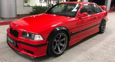 bmw e36 red back - Google Search Bmw 3 E36, E30, Carros Bmw, Bmw Classic Cars, Rear Wheel Drive, Bmw Cars, Vintage Cars, Vehicles, Auction