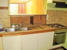 À vendre - Maison bel-étage 3 chambre(s) à coucher  - surface habitable: 120 m2  - ***OPTION*** Agréable maison 3 façades construite sur un terrain de ± 4 ares. Le rez-de-chaussée se compose d'un grand hall d'entrée avec toilettes, a  - année de construction: 1972-01-01 00:00:00.0 - double vitrage 1 bain(s) -    2 toilet(tes) -  - surface cuisine: 8 m2 - surface living: 30 m2