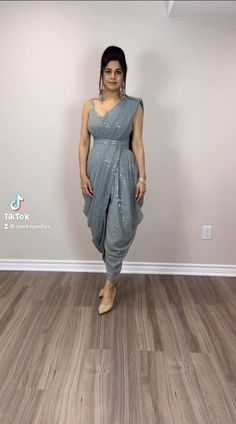 Party Wear Indian Dresses, Designer Party Wear Dresses, Dress Indian Style, Indian Fashion Dresses, Indian Designer Outfits, Fancy Sarees Party Wear, Saree Designs Party Wear, Party Dresses For Women, Fancy Dress Design