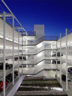 Parkhaus Experimenta | Heilbronn, Germany | Petry + Wittfoht Freie Architecten Concept Architecture, Contemporary Architecture, Interior Architecture, Parking Building, Car Parking, Experimenta Heilbronn, Parking Solutions, Parking Design, Garage Design