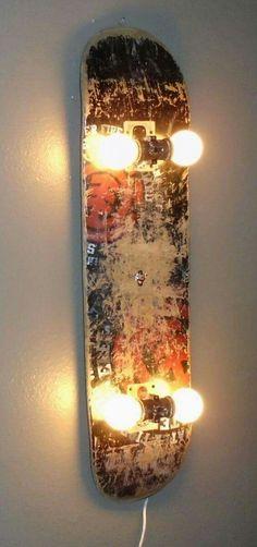 Love the idea for a DIY skateboard lamp Industry Standard Design . - Dani vom Dach - DIY / Eifel / Lipödem Love the idea for a DIY skateboard lamp Industry Standard Design . Skateboard Lampe, Skateboard Light, Skateboard Decor, Skateboard Wheels, Skateboard Tattoo, Skateboard Party, Retro Home Decor, Diy Home Decor, Home Decor Ideas