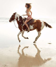 "pradafied: "" ""Earth Mother"", Gisele Bündchen photographed by Patrick Demarchelier for Vogue US April 2010 "" Pretty Horses, Horse Love, Horse Girl, Beautiful Horses, Gisele Bündchen, Beach Rides, Patrick Demarchelier, Equestrian Outfits, Equestrian Style"