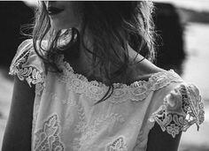 Detalles de un vestido de una nueva colección de @bouretgram fotografiada por @bangbangyou_ y @noelaroibas