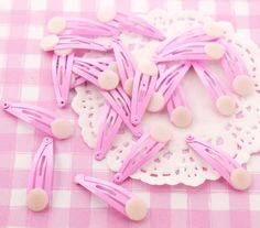 These cute mini plain pink hair clip blanks are perfect for creating your own unique, kawaii style hair accessories! Why not try gluing on our cabochons to create extra cute hair accessories? #Kawaii #DIY