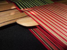 PASO A PASO N° 11 CON URDIMBRE DE PEINECILLO   reflejos aborígenes Textile Tapestry, Loom Weaving, Mtv, Eyeliner, Outdoor Blanket, Home Decor, Macrame, Medieval, Videos
