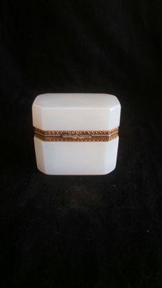 Art Deco | Witte Opaline Glazen Juwelen Kistje - Bijouterie Doosje | Frankrijk | Ca. 1920-1930
