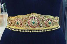 Indian Wedding Lehenga, Indian Wedding Jewelry, Bridal Jewelry, Gold Jewelry, Fine Jewelry, Indian Bridal, Vaddanam Designs, Wedding Belts, Emerald Necklace
