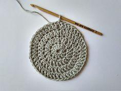 QUÉ HACER CON TUS RESTOS DE ALGODÓN: POSAVASOS COLORIDOS   The Blog - ES Crochet Patron, Crochet Diy, Knitted Hats, Crochet Earrings, Creations, Knitting, Blog, Home, Crochet Cord