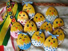 7 tipů, jak si vyrobit originální velikonoční dekorace ... Iced Cookies, Cute Cookies, Easter Cookies, Sugar Cookies, Easter Bunny, Easter Eggs, Cookie Icing, Spring Art, Pretty And Cute
