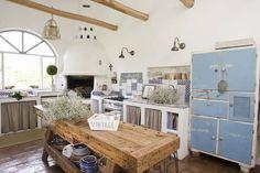 Veduta della cucina in muratura ideata dai padroni di casa