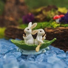 Two Bunnies Rowing Leaf Boat - Miniature Fairy Garden Supply IMPORTANT: Landscaping, faux water, and rocks, not included. 2 H x 3 W Can be used for indoor or outdoor displays. Miniature Photography, Cute Photography, Cute Disney Wallpaper, Cute Cartoon Wallpapers, Polymer Clay Animals, Polymer Clay Crafts, Cute Images For Dp, Fairy Garden Supplies, Beautiful Nature Wallpaper